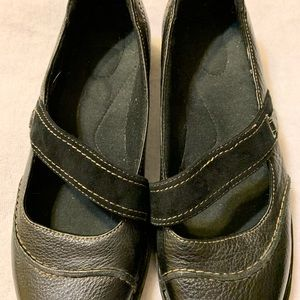 Clarks Mary Janes black shoes size 9W-perfect